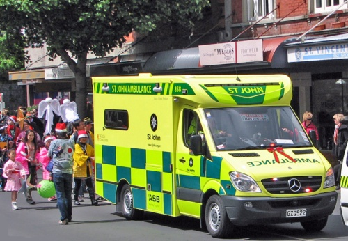 St John ambulance 1lr IMG_3808