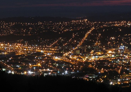 Dunedin at night [commons.wikimedia.org] 1