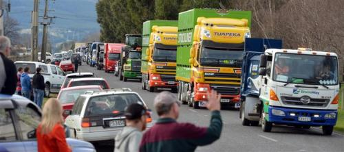 Special Rigs for Special Kids trucks_in_convoy_down_dukes_rd [odt.co.nz]