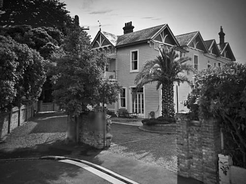 Vandervis residence BW [google street view] 1.1