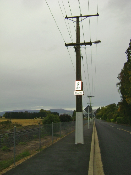 Gladstone Rd, cycle sign