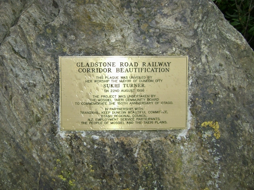 Gladstone Rd railway corridor project plaque