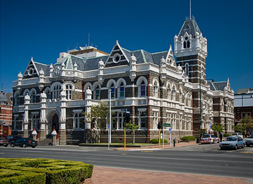 Dunedin Courthouse (2007) via Heritage New Zealand. Photo by Joan Colley [4374a_lg] 1a