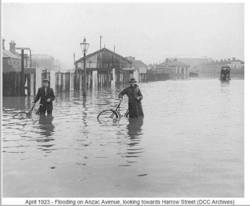 Flooding Anzac Ave, looking towards Harrow St - April 1923 [DCC Archives]