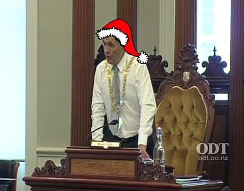 Santa Dave's xmas present to Cr Vandervis 14.12.15 Council meeting