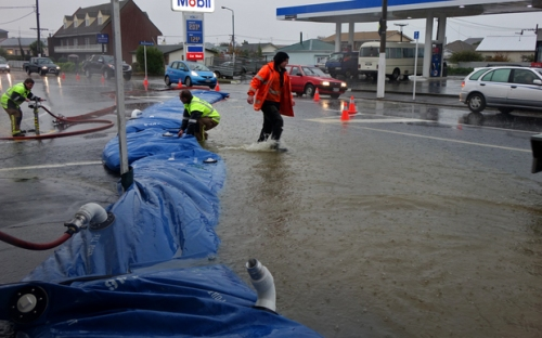 Hillside Rd South Dunedin in flood Jun2015 [radionz.co.nz]