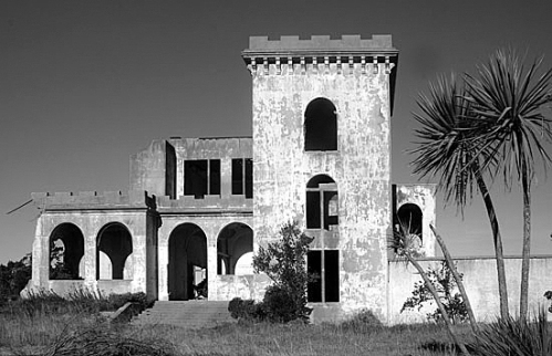 Cargills_Castle_Recent_Photo___Front [cargillscastle.co.nz] bw