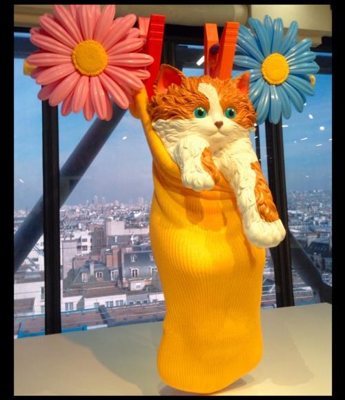 Cat on a Clothesline - by Jeff Koons, 1994-2001 [artattackapp.wordpress.com] tweak