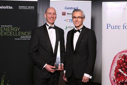 grady-cameron-left-with-award-sponsor-ewan-morris-of-abb-thinkdelta-co-nz