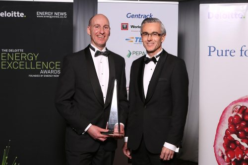 grady-cameron-left-with-award-sponsor-ewan-morris-of-abb-thinkdelta-co-nz