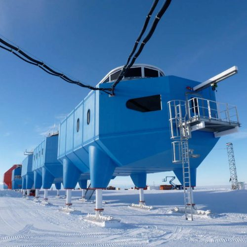 antarctic-research-centre-to-be-towed-inland_dezeen_sqa