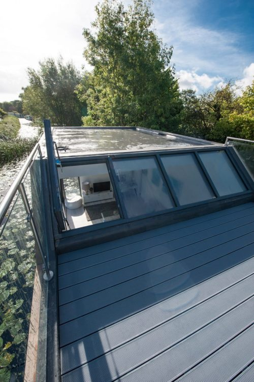 chichester-floating-home-baca-architects-architecture-uk_dezeen_2364-roof-deck