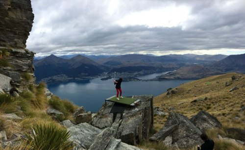 queenstown-par-3-in-the-sky-helicopter-golf-twistedsifter-files-wordpress-com