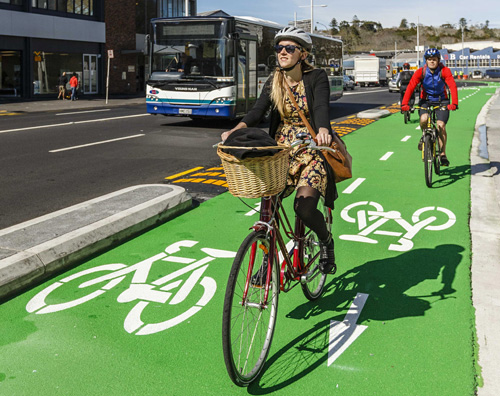 leisure-cyclist-on-beach-road-cycleway-auckland-nzta-govt-nz-1